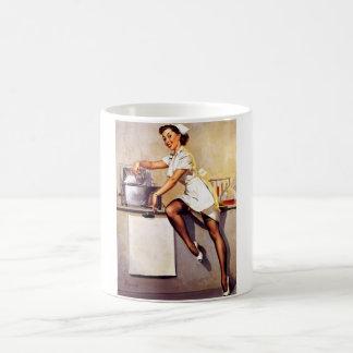Pin retro de la enfermera de Gil Elvgren del vinta Taza De Café