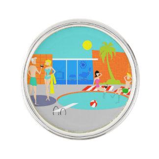 Pin retro de la solapa de la fiesta en la piscina