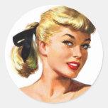 Pin retro de las mujeres del vintage para arriba pegatina redonda