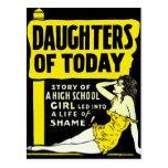 Pin retro del kitsch del vintage encima de hijas d postales