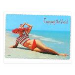Pin retro del kitsch del vintage encima de la post postales