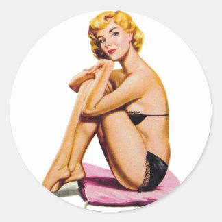 Pin retro del kitsch del vintage encima de pegatina redonda