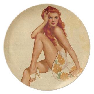 Pin retro del Redhead de Alberto Vargas del vintag Platos Para Fiestas