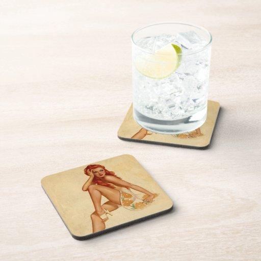 Pin retro del Redhead de Alberto Vargas del vintag Posavasos De Bebida