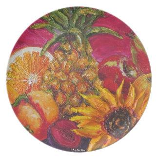 Piña girasol y placa jugosa de las frutas plato para fiesta