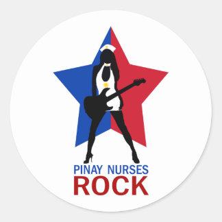 Pinay cuida la roca etiquetas redondas