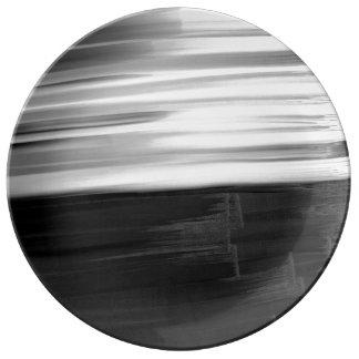 Pinceladas blancas negras abstractas de la platos de cerámica