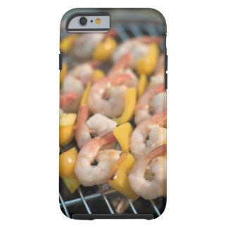 Pincho con los camarones y la pimienta asados a la funda de iPhone 6 tough