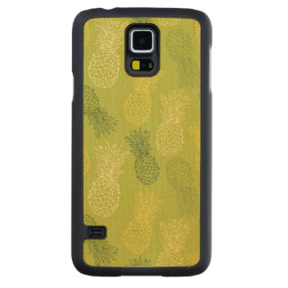 Pineapple Outline Pattern on Green Carved® Maple Galaxy S5 Case