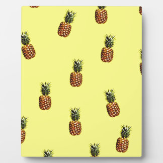 pineapple pattern plaque