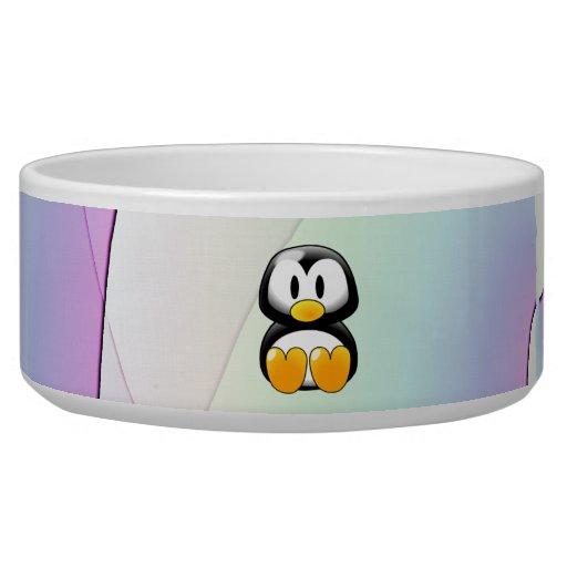 Pingüino adorable del dibujo animado que se sienta tazones para perro