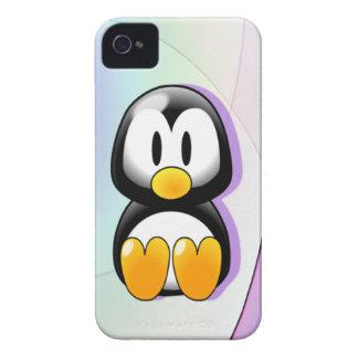 Pingüino adorable del dibujo animado que se sienta iPhone 4 carcasa