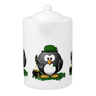 Pingüino afortunado con la mina de oro