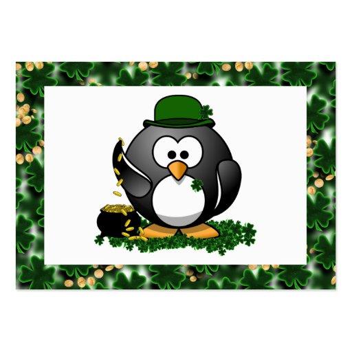 Pingüino afortunado con la mina de oro y los tarjetas de visita grandes