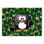 Pingüino afortunado con la mina de oro y los trébo plantilla de tarjeta personal