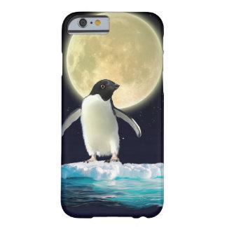 Pingüino antártico lindo y Luna Llena Funda De iPhone 6 Barely There