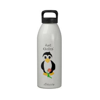 Pingüino apenas Chillin Botella De Agua Reutilizable
