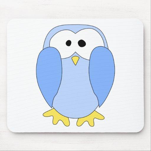 Pingüino azul claro lindo. Historieta del pingüino Tapetes De Ratones