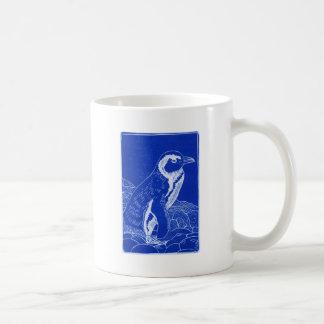 Pingüino azul de Linocut Taza Clásica