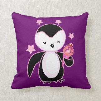 Pingüino bonito con el cono de helado BG púrpura Almohadas