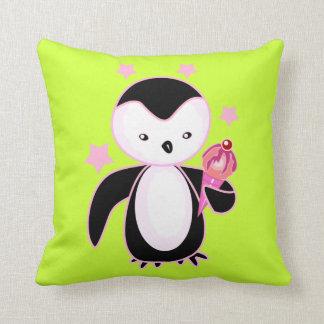 Pingüino bonito con el verde BG del cono de helado Cojin