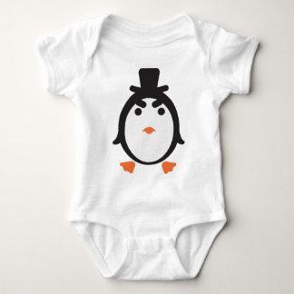 Pingüino con cilindro body para bebé