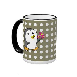 Pingüino con el ramo de la flor taza de dos colores