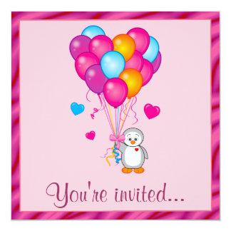 Pingüino con la fiesta de cumpleaños de los globos invitación 13,3 cm x 13,3cm