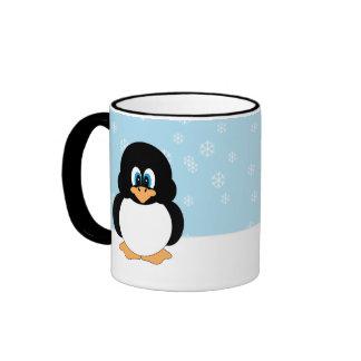 Pingüino con la taza de los copos de nieve