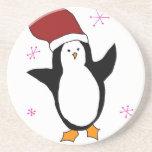 Pingüino con los copos de nieve de las rosas fuert posavasos personalizados