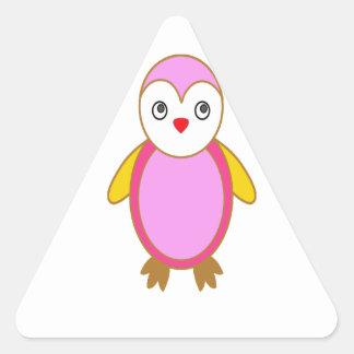 Pingüino con rosa del color pegatina triangular