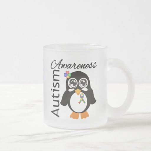 Pingüino de la conciencia del autismo taza cristal mate