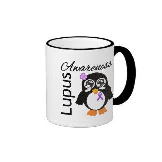Pingüino de la conciencia del lupus taza a dos colores