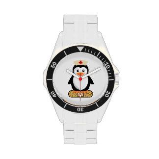 Pingüino de la enfermera (w/bandaid) reloj