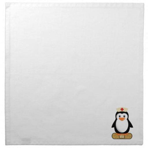 Pingüino de la enfermera (w/bandaid) servilleta imprimida