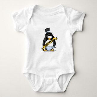 Pingüino de la Feliz Año Nuevo Body Para Bebé