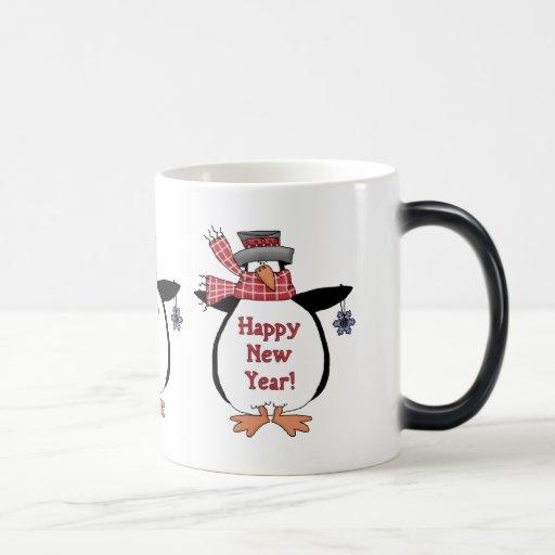 Pingüino de la Feliz Año Nuevo Taza Mágica