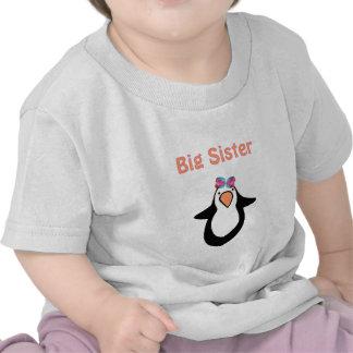 pingüino de la hermana grande camiseta