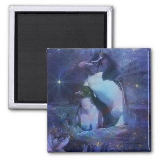 Pingüino de la mamá y del bebé en claro de luna imán cuadrado