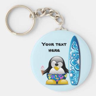 Pingüino de la persona que practica surf con llavero redondo tipo pin
