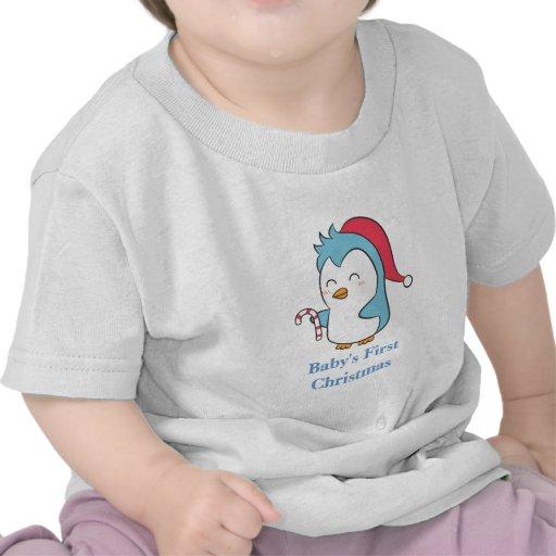 Pingüino de las Navidad lindas y felices con el ba Camiseta