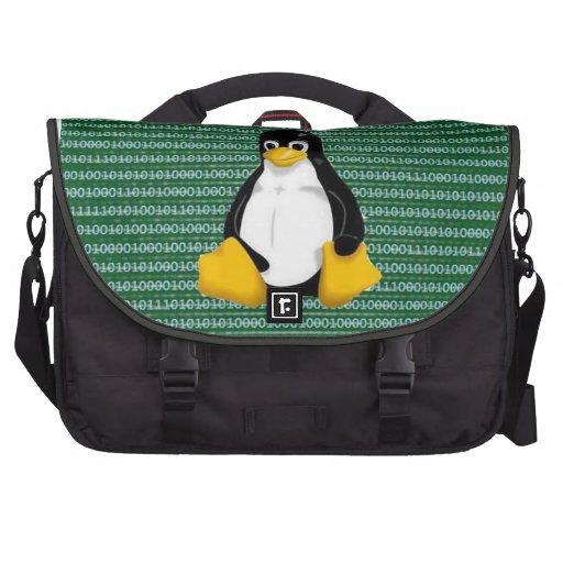 Pingüino de Linux en fondo binario Bolsas De Ordenador