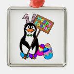 Pingüino de Pascua con los huevos coloreados Adornos