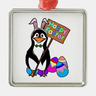 Pingüino de Pascua con los huevos coloreados Adorno Cuadrado Plateado