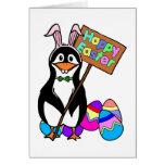 Pingüino de Pascua con los huevos coloreados Tarjeta De Felicitación