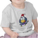 Pingüino de Santa con el bastón de caramelo Camiseta