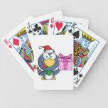 Pingüino de Santa con el navidad regalo y el bastó Barajas De Cartas
