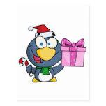 Pingüino de Santa con el navidad regalo y el bastó Tarjeta Postal