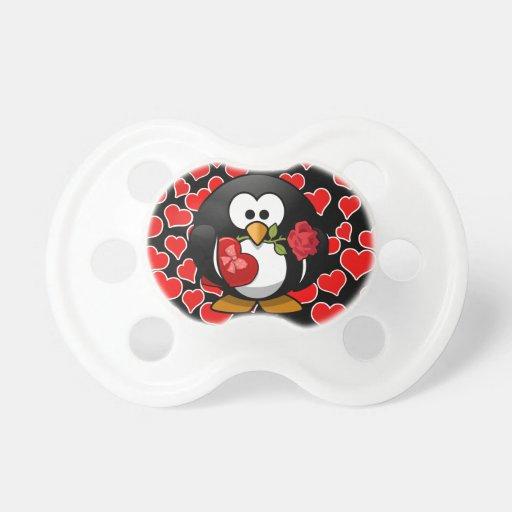Pingüino del amor con los regalos de la tarjeta chupete