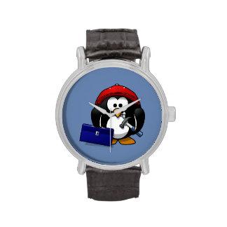 Pingüino del artesano del dibujo animado con el reloj